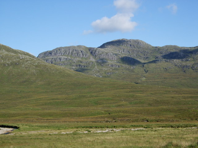 Bidein a' Choire Sheasgaich from the Bearnais bothy
