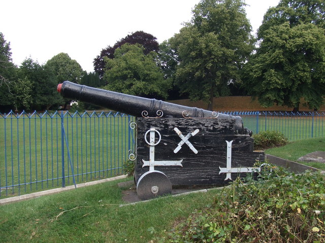 Naval cannon by Nelson Monument