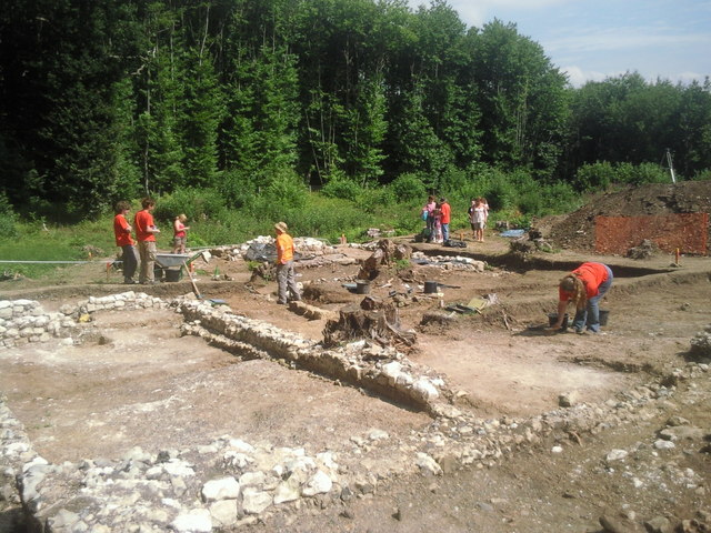 Excavation of Randall Manor in Shorne Woods Country Park