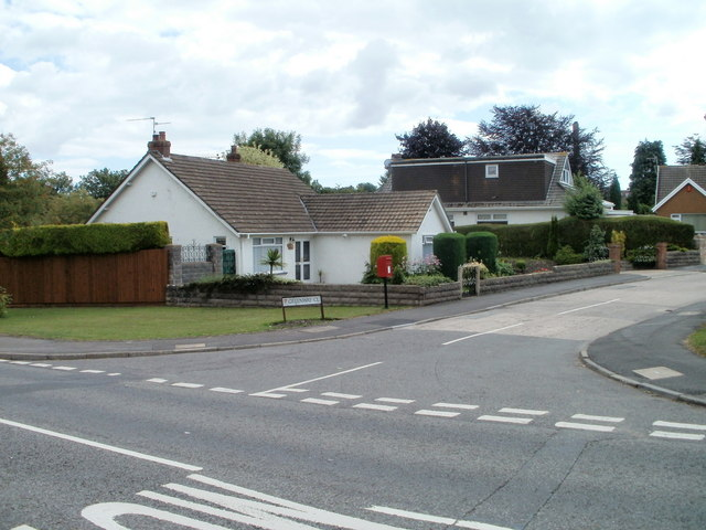 Llandough : corner of Greenway Close and Leckwith Road