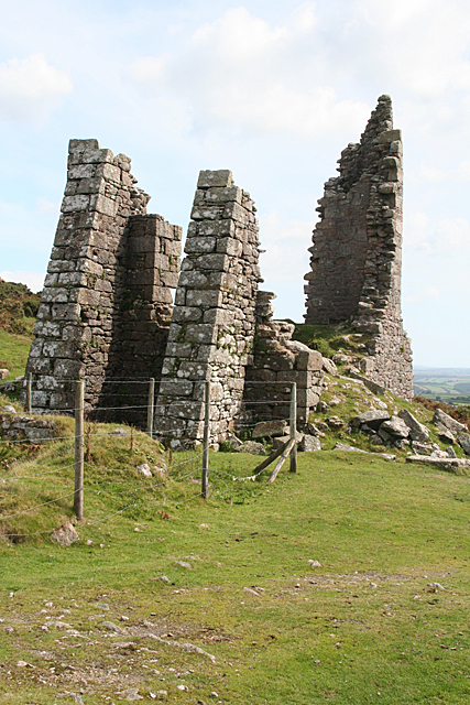 St Cleer: the ruins of Pearce's engine house