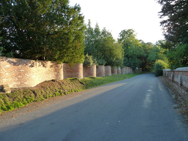 Bramfield: crinkle-crankle wall