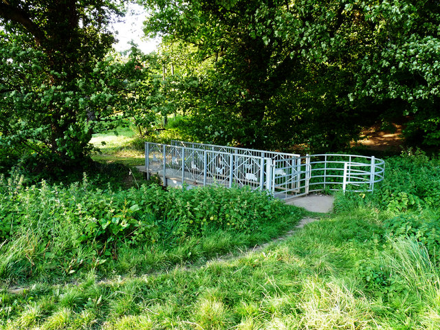 Footbridge from the permissive bridleway back into Thornton