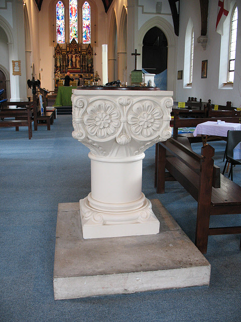 Holy Trinity church, Barnes: font