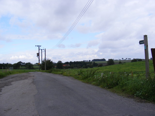 Footpath to Valley Farm & entrance to Old Hall