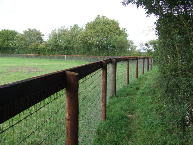 Paddock Fencing 169 Keith Evans Cc By Sa 2 0 Geograph