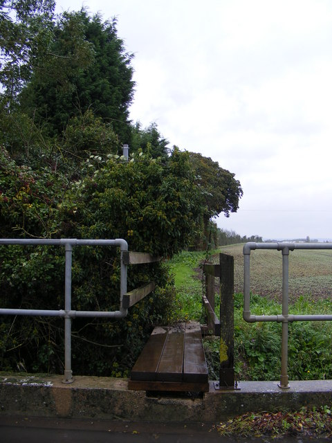 Footpath to Kings Farm
