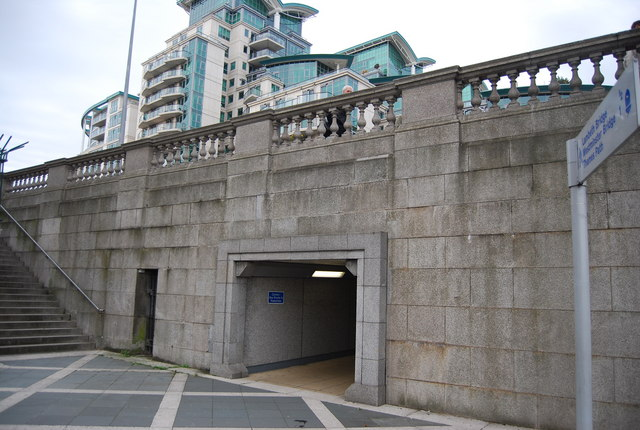 Thames Path goes under the southern end of Vauxhall Bridge