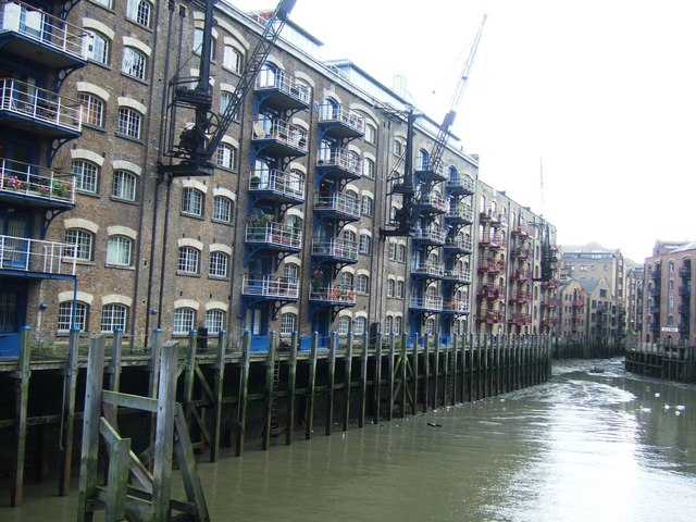 Dockland Warehouse Apartments Near Tower Bridge London