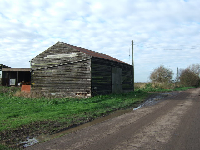 Timber barn near Rowell's Farm, Tick Fen