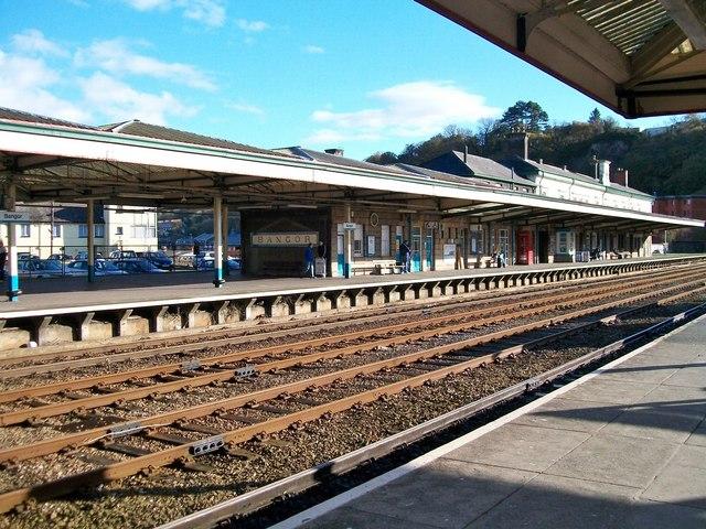 Bangor Gwynedd Railway Station Eric Jones Cc By Sa 2 0