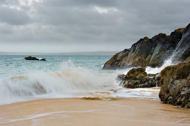 Crashing waves at Porthgwidden