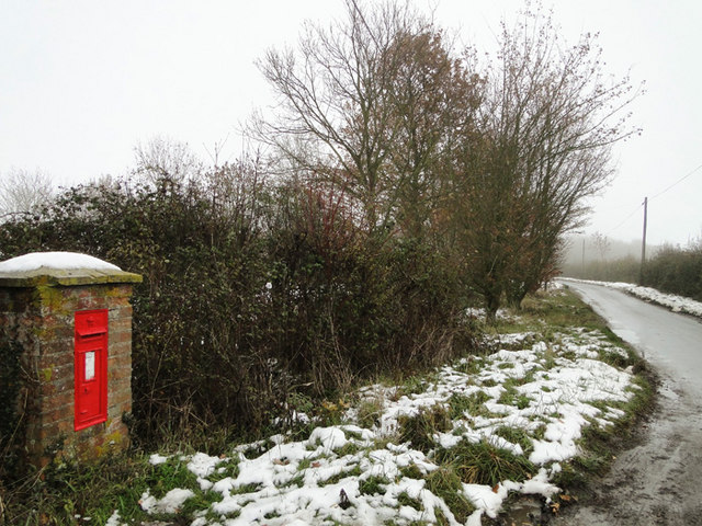 VR postbox in Darrow Green Road, Denton, Norfolk