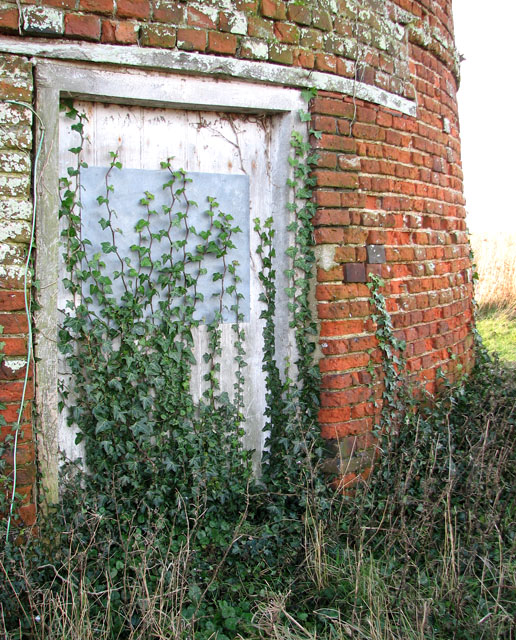 Clippesby drainage pump - overgrown door