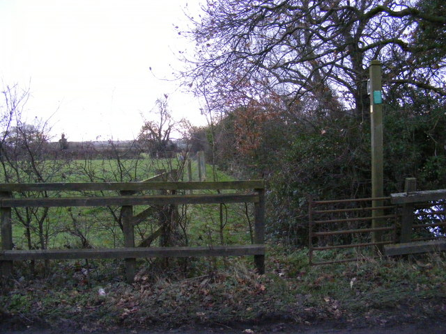 Footpath to the B1117 Church Road