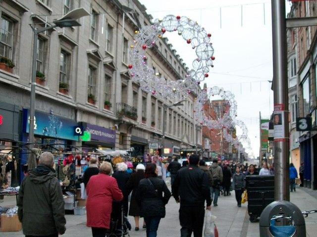 christmas shoppers in henry street  u00a9 eric jones cc 2 0    geograph ireland
