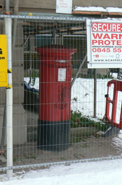 Postbox W4 36, Heathfield Terrace/Sutton Court Road