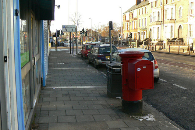 Chesterton Road with postbox