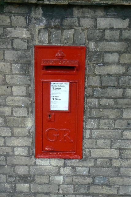 Postbox CB3 117 Newnham Corner