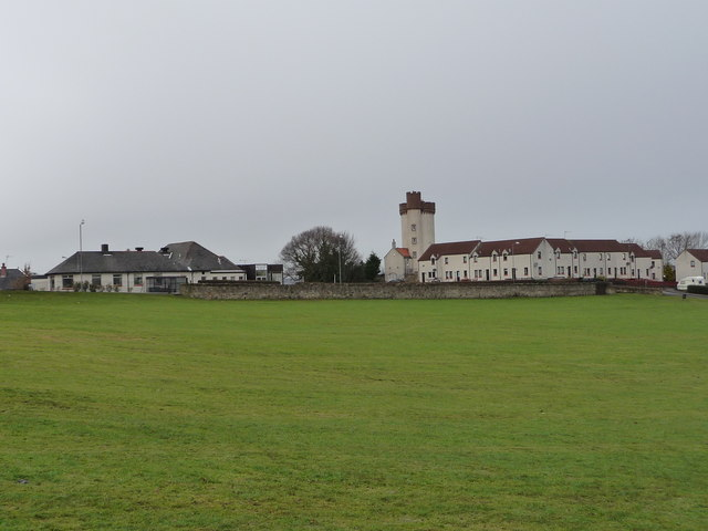 Bridgeness Bowling club and Bridgeness Tower