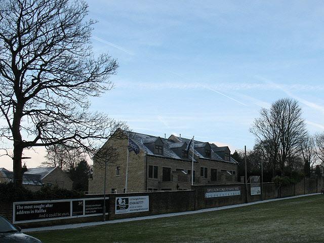 Warren Lodge Gardens - facing Savile Park