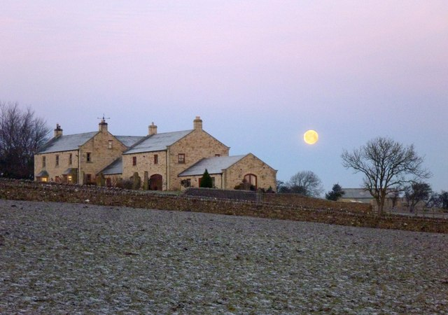 Moonset before dawn over East Roods