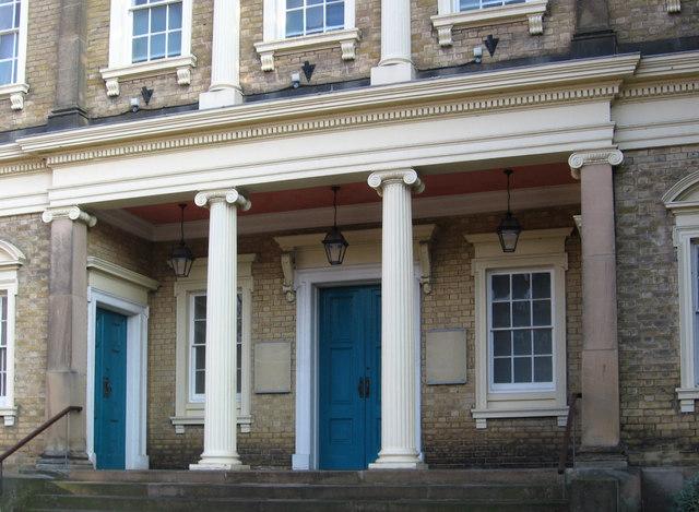 Market harborough church portico dave bevis cc by sa 2 for Porticos sa