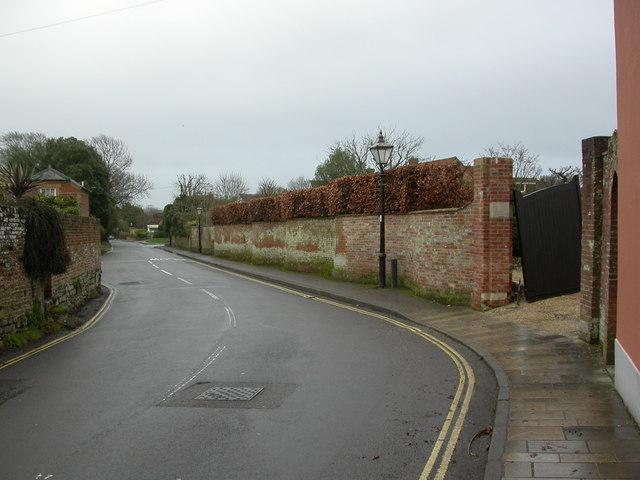 Lymington, crinkle-crankle wall (i)