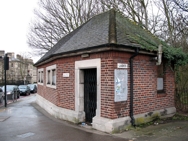 Disused public toilets, Shooters Hill