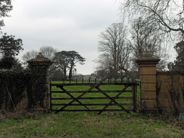 Gateway near Stapleton Cross