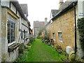 SP0943 : Ancient village lane, Bretforton : Week 9