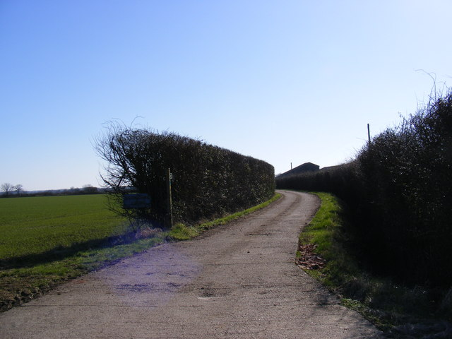 Footpath to the A1120 High Street & entrance to Martin's Farm