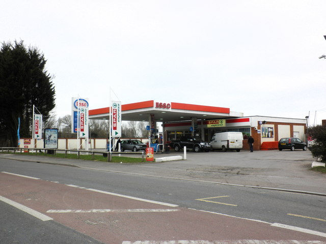 esso service station on the a39 to the roger cornfoot cc by sa 2 0 geograph britain. Black Bedroom Furniture Sets. Home Design Ideas