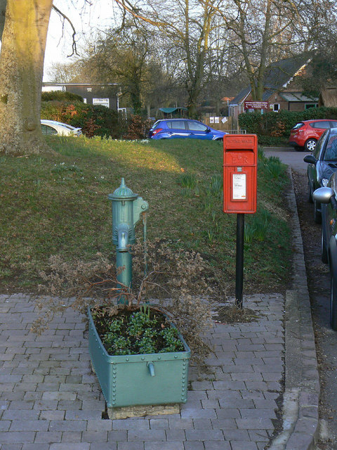 Hampton Lucy pump and postbox