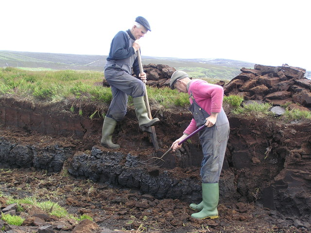 Cutting peat on Veness