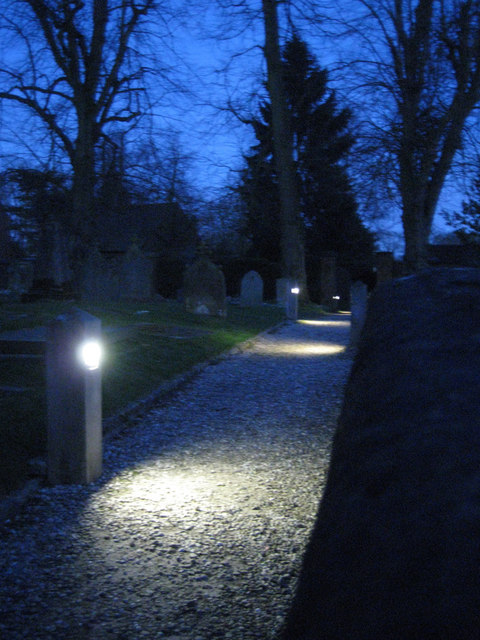Low-level lighting, Lapworth churchyard