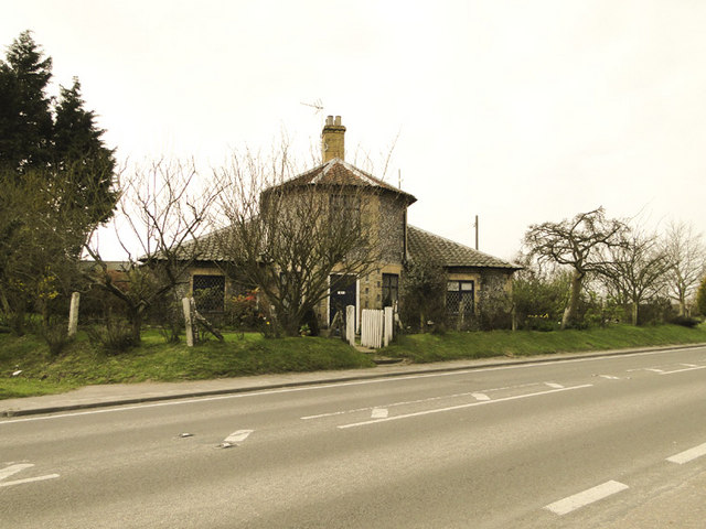 Unusual flint house on the A140 at Alby