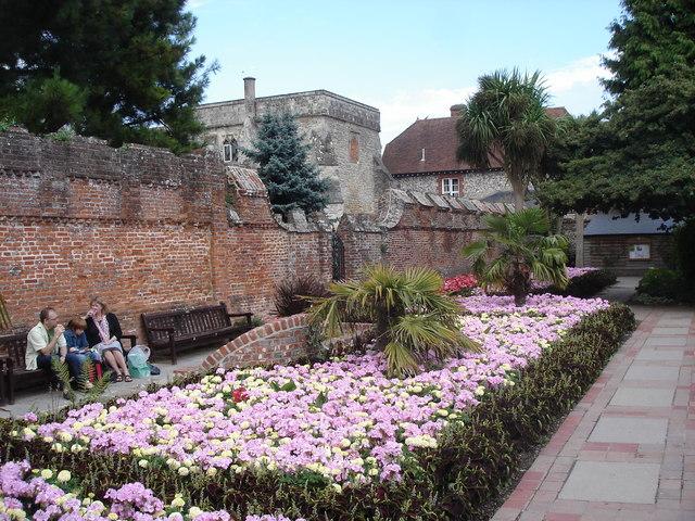 Chichester - Bishop's Palace Garden