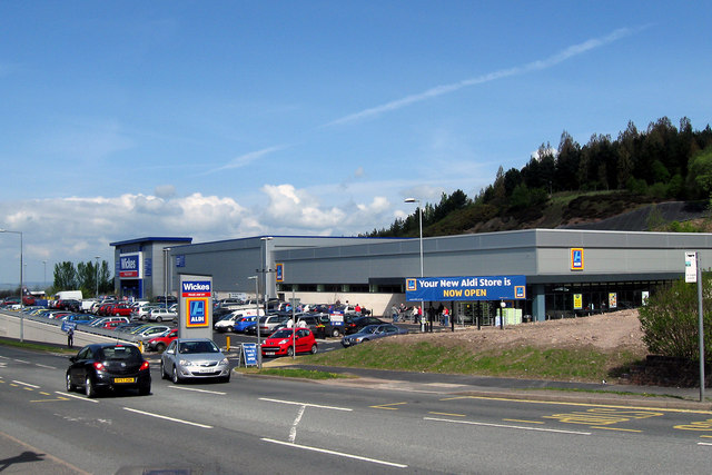New Aldi Supermarket and Wickes DIY stores, Snedshill, Telford