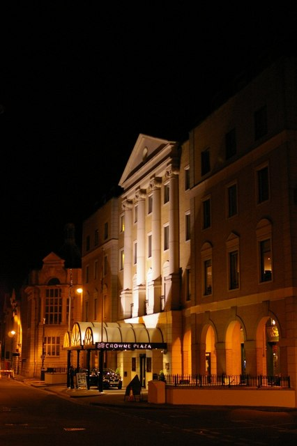 Crowne Plaza, Cambridge at night