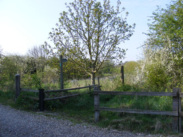 Footpath to the B1119 Saxmundham Road