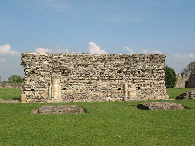 Ruined wall at Lesnes Abbey