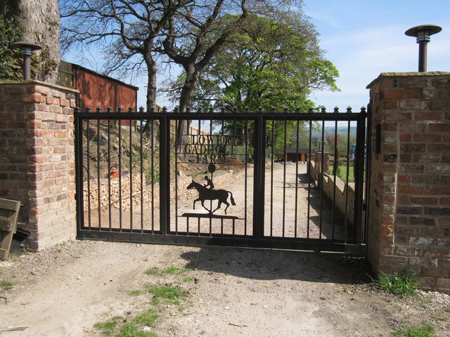 Lower gadhole farm entrance gate peter turner cc by sa 2 for Main gate designs for farmhouse