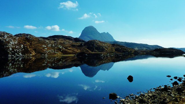 Suilven reflected on Fionn Loch