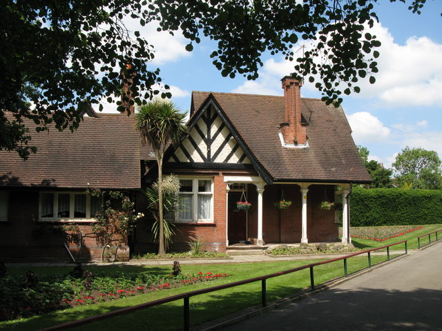 Lodge at the northern entrance to Kelsey Park