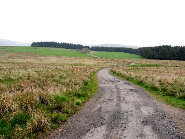 Minor road to Ewartly Shank