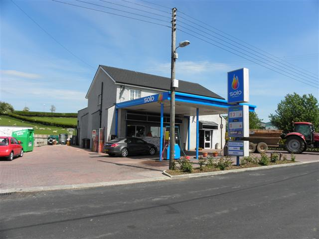 Solo Filling Station, Sandholes