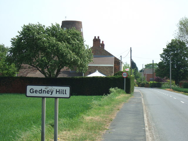 Entering Gedney Hill from the east