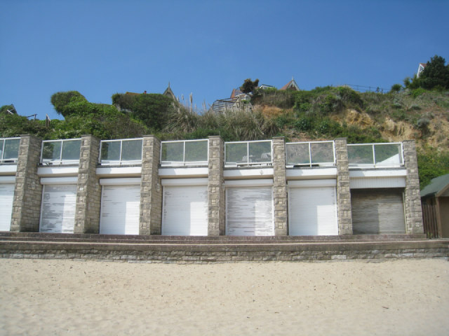 Modern style beach huts swanage bay logomachy for Beach hut style