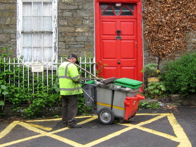 The dust cart - Newmans Mall Kinsale